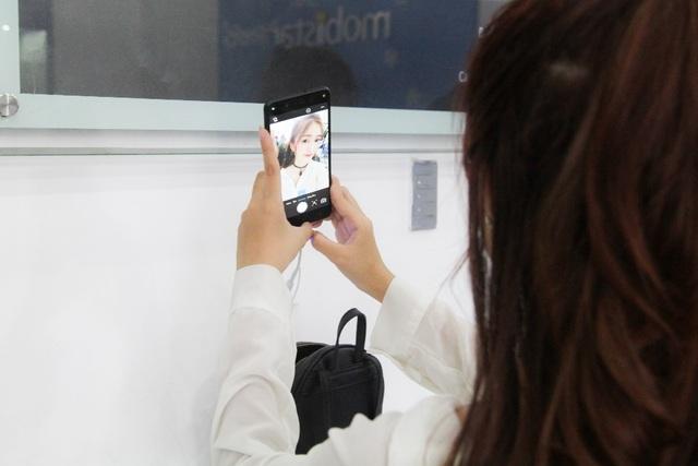 """Khả năng chụp ảnh selfie trên Zumbo S2 và Zumbo J2 được đánh giá cao nhờ vào bộ đôi camera 13MP """"trước sau như một"""""""