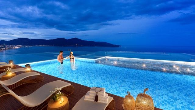 Bể bơi đáy kính đua ra không trung duy nhất tại Việt Nam của dự án TMS Hotel Đà Nẵng Beach