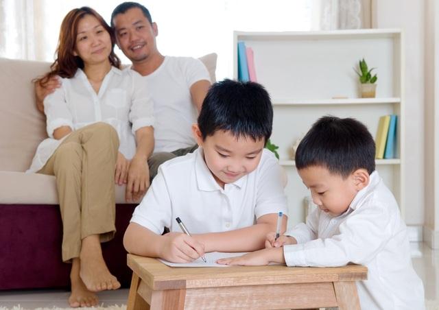 Bố mẹ cần giúp con lập một thời gian biểu khoa học và hợp lý, để con có thời gian đọc bài trước khi lên lớp và hiểu sâu bài học sau khi về nhà.