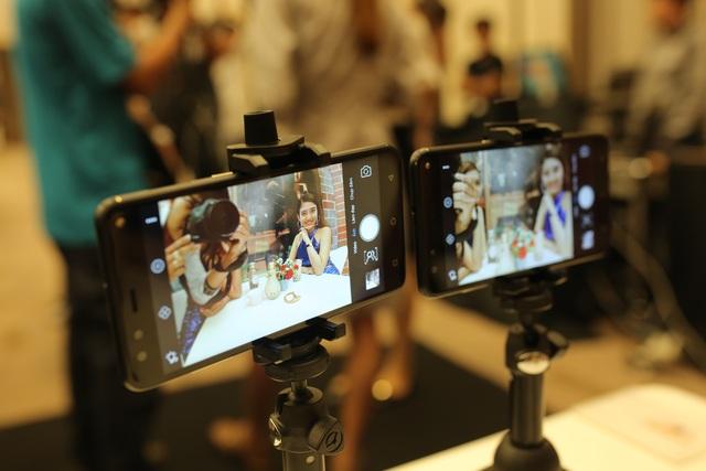 Trên camera selfie 20.0 MP của Prime X max sở hữu 2 tính năng selfie góc rộng và selfie xoá phông khá hot trong thời gian gần đây.
