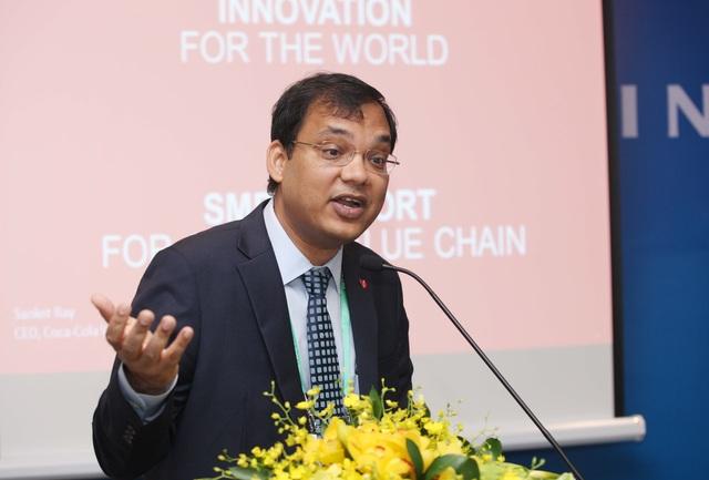 """Ông Sanket Ray, Tổng Giám Đốc Coca-Cola Việt Nam trình bày tại phiên thảo luận """"Khởi nghiệp & Đổi mới sáng tạo"""" tại Hội nghị Thượng đỉnh Kinh doanh Việt Nam 2017"""
