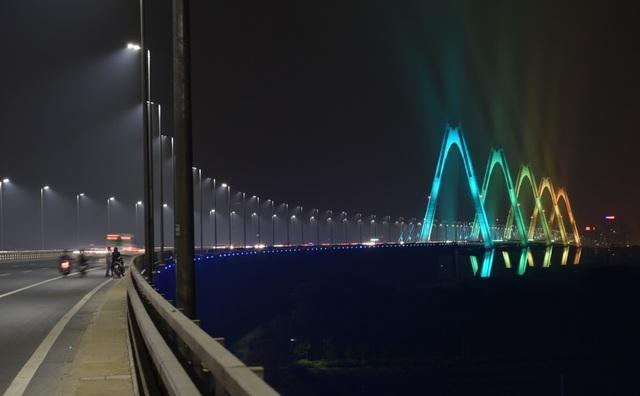 Cận cảnh cây cầu gây sốt trên Instagram của Tổng thống Mỹ Donald Trump - 2