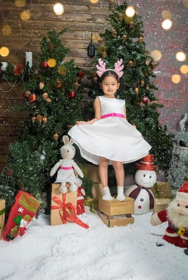 Đầm trắng xinh xắn cho bé gái giá chỉ 90.000 đồng