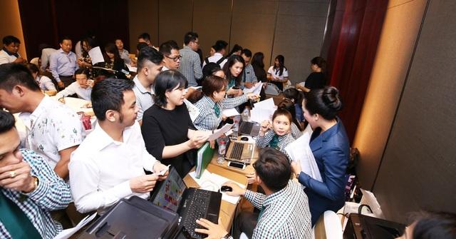 Khách hàng chen chân mua nhà dự án Dragon Village - 2