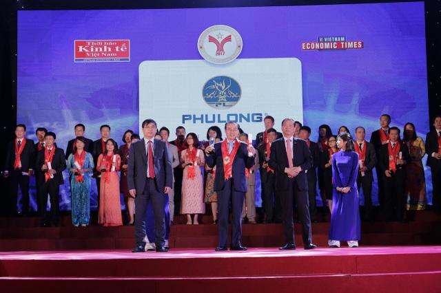 """Cũng trong ngày 14/4, Phú Long đã được vinh danh """"Thương hiệu mạnh Việt Nam 2017"""" và Khu đô thị Dragon City cũng chính thức được chứng nhận """"Khu đô thị tốt nhất"""" của Giải thưởng Quốc gia Bất động sản Việt Nam."""