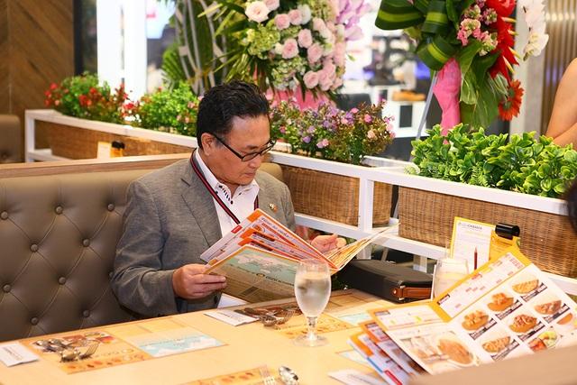 Ngài Tổng Lãnh Sự Kawaue Kunichi cùng Đại Sứ Quán Nhật Bản dùng bữa cùng thực đơn CoCo ICHIBANYA