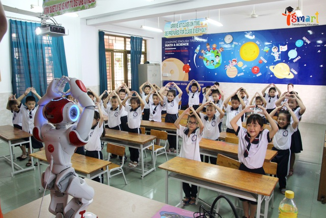 """Robot trí tuệ nhân tạo và """"bước chân đầu tiên"""" trong giáo dục"""