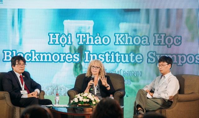 Thảo luận giữa ba chuyên gia đến từ 2 đơn vị học thuật chuyên nghiên cứu trong lĩnh vực thực phẩm bổ sung tại hội thảo.