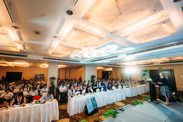 """Vấn đề """"Sử dụng thực phẩm bổ sung dựa trên bằng chứng khoa học"""" nhận được sự quan tâm của hơn 300 dược sĩ, chuyên gia sức khỏe tại Việt Nam."""