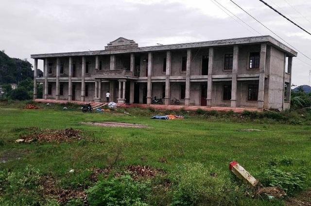 Trường Mầm non xã Gia Minh xây dựng nhiều năm không xong, giáo viên phải hoạt động trong ki ốt chợ, học sinh phải học tại các nhà văn hóa thôn chật trội