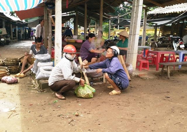 Những hình ảnh quen thuộc ở các chợ phiên huyện Lạc Sơn, tỉnh Hòa Bình.