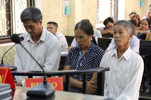 3 Lãnh đạo, cán bộ xã Yên Phong (từ phải qua: ông Đạt, bà Hường và ông Bảy) phải ngồi tù vì Lợi dụng chức vụ, quyền hạn trong khi thi hành công vụ
