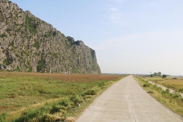 Cảnh sắc hoang sơ tuyệt đẹp ở đầm Vân Long - 1