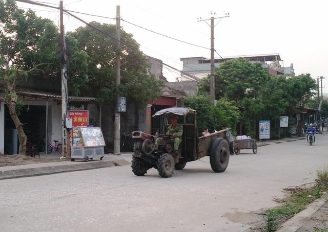 Xe công nông không biển số chạy trên đường luôn là nỗi khiếp sợ của nhiều người tham gia giao thông.