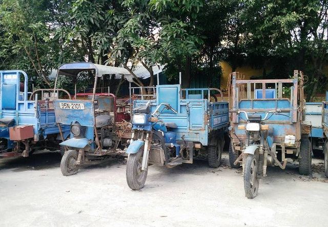 Hàng loạt xe 3 bánh bị lực lượng CSGT Ninh Bình bắt giữ, đang tiến hành tiêu hủy bán sắt vụn.