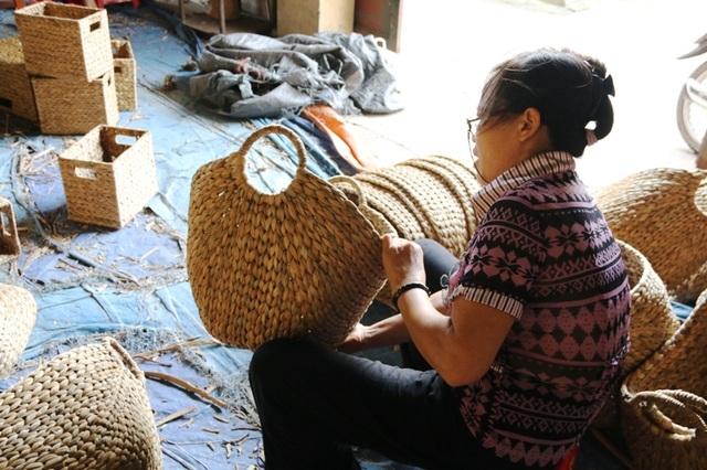 Chị Hoa, chủ một đại lý thu mua hàng thủ công mỹ ngệ ở Kim Sơn cho biết, các sản phẩm từ bèo tây chủ yếu xuất khẩu sang các nước Châu Âu và Nhật Bản, đây là hai thị trường rất ưa chuộng hàng thủ công do người dân Việt Nam là ra vì có tính thẩm mỹ và độ bền cao lại rất thân thiện với môi trường.