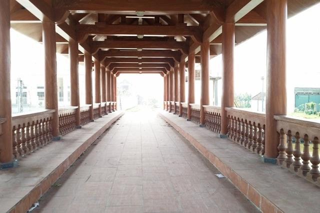 Cầu có tổng kinh phí xây dựng trên 15 tỷ đồng. Ngoài góp phần vào việc phát triển cơ sở hạ tầng, giao thông đi lại thuận tiện, phát triển kinh tế, xã hội, cầu Lưu Quang còn góp phần bảo tồn giá trị truyền thống đặc thù của quê hương Kim Sơn.