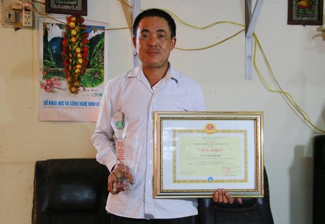 Bằng khen và kỷ niệm chương ông Dung được Bộ trưởng NN&PTNT tặng thưởng vì những đóng góp cho sự nghiệp phát triển nông nghiệp nông thôn Việt Nam.