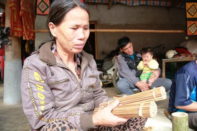 Nghề này giúp vợ chồng bà Thòa có thêm thu nhập, kiếm tiền triệu mỗi tháng. Ngoài ra , nghề còn giúp người dân dùng đũa sạch và không gây ô nhiễm môi trường từ hoá chất tẩy, nhuộm.