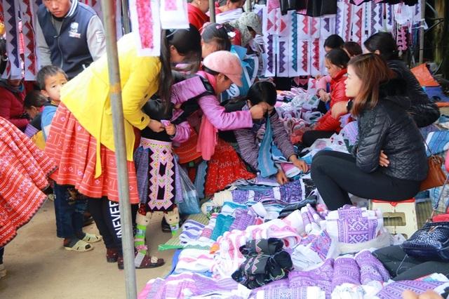 Đây là nơi giao lưu, trao đổi, mua bán hàng hóa lớn nhất trong vùng, nơi giáp danh giữa tỉnh Hòa Bình và Sơn La.