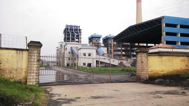 Từ tháng 7/2016 đến nay, nhà máy đạm Ninh Bình đóng cửa im lìm, hơn 300 công nhân phải tạm thời nghỉ việc, hơn 600 công nhân thay nhau làm việc luân phiên. Họ rất mong muốn nhà máy sản xuất trở lại để được gắn bó lâu dài.