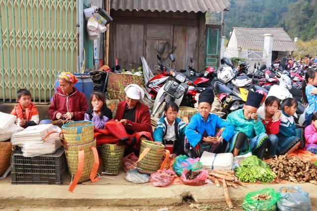Nhộn nhịp phiên chợ Tết của người Mông - 23