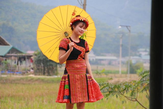 Từ những sinh viên Hà Thành, nhiều bạn trẻ hóa thân thành những cô gái bản rất duyên dáng và xinh xắn.