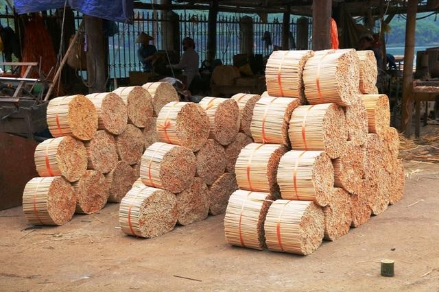 Hàng vạn đôi đũa được làm ra nhưng cũng không đủ so với nhu cầu dùng ngày một tăng cao ở các tỉnh dưới đồng bằng. Đũa 1 lần thường được dùng trong các dịp lễ hội, cưới hỏi...