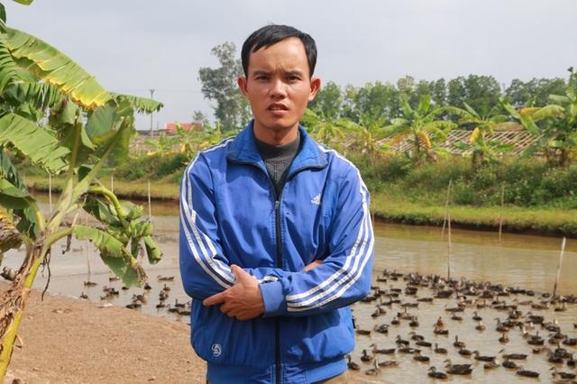 Anh Phan Văn Nhật, có 2 bằng cử nhân, bỏ việc ổn định lương cao về quê nuôi vịt trời.
