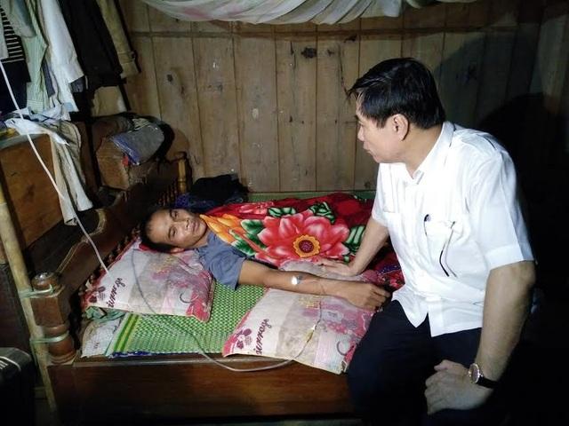 Ông Phạm Đăng Quyền - Phó Chủ tịch UBND tỉnh Thanh Hóa đã đến thăm các nạn nhân bị nạn và chỉ đạo tìm kiếm cứu hộ cứu nạn