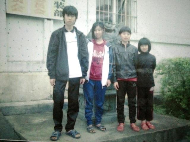 4 người con của chị Th. khi còn sống bên Trung Quốc.