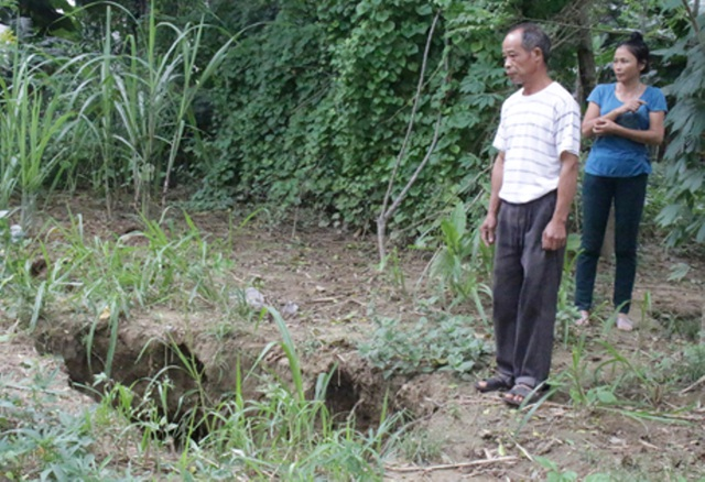 Những hố bom bất thường ven sông Mã