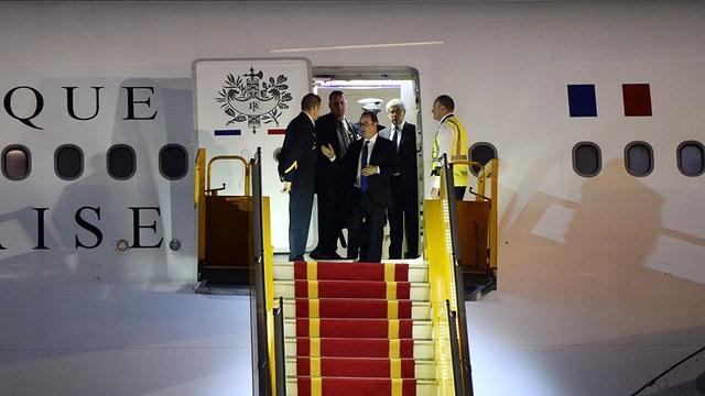 Những hình ảnh đầu tiên của Tổng thống Pháp Hollande tại Hà Nội - 10
