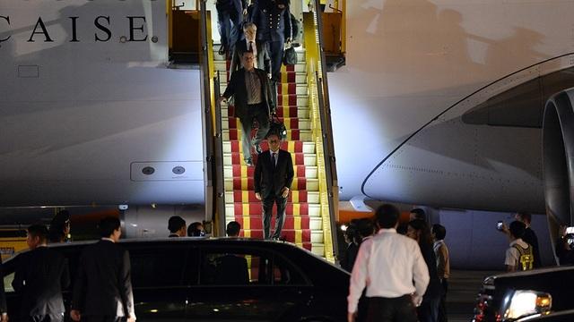 Những hình ảnh đầu tiên của Tổng thống Pháp Hollande tại Hà Nội - 13