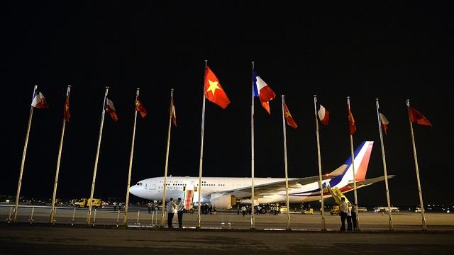 Những hình ảnh đầu tiên của Tổng thống Pháp Hollande tại Hà Nội - 6