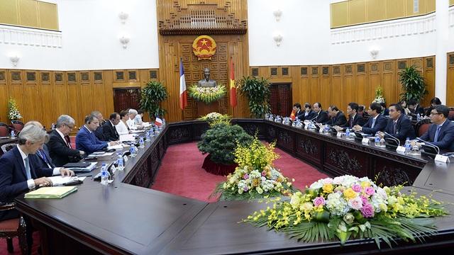 Tổng thống Pháp bày tỏ vui mừng tới thăm đất nước Việt Nam tươi đẹp, khẳng định mong muốn chuyến thăm sẽ thúc đẩy hơn nữa quan hệ Đối tác chiến lược giữa hai nước.