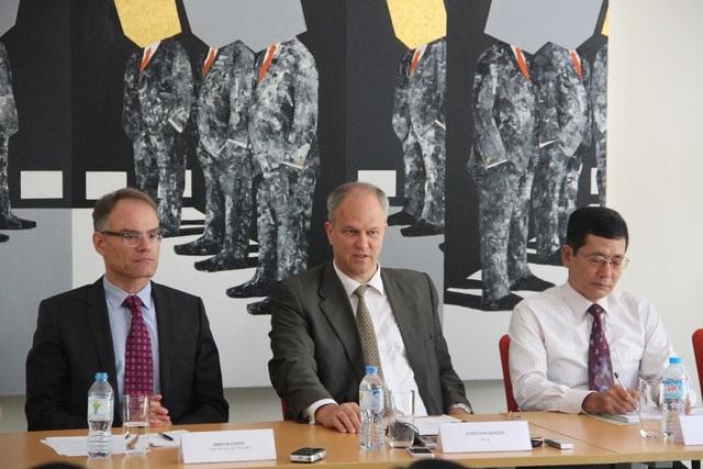 Quang cảnh buổi họp báo tại Đại sứ quán Đức ngày 28/9