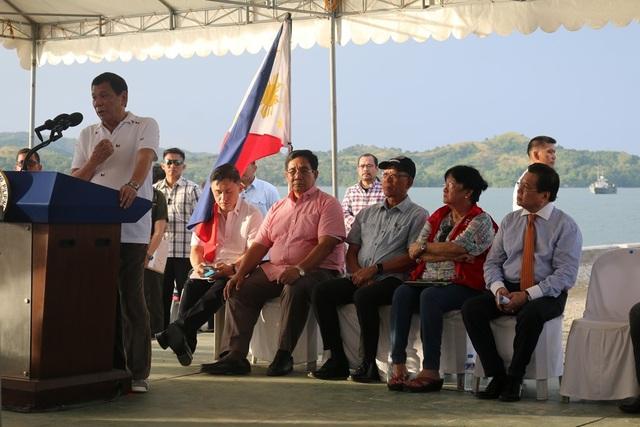Tổng thống Philippines phát biểu tại buổi lễ trả tự do cho 17 ngư dân Việt Nam (Ảnh: ĐSQ Việt Nam tại Philippines)