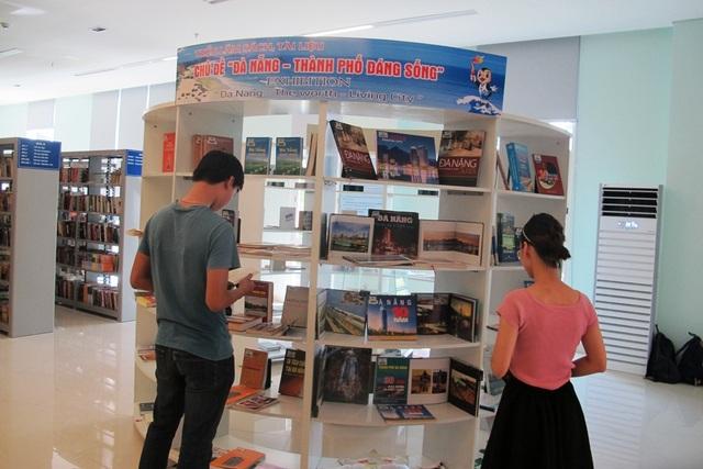 Triển lãm sách, tư liệu với chủ đề Đà Nẵng - Thành phố đáng sống diễn ra tại Thư viện Khoa học tổng hợp
