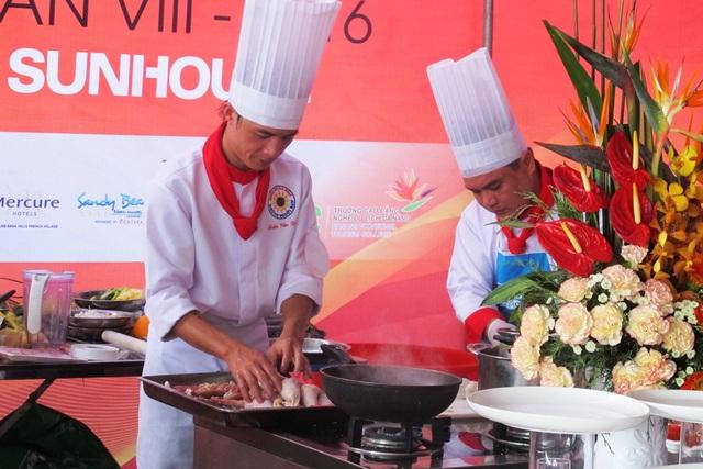 Các đầu bếp tham gia tranh tài tại cuộc thi