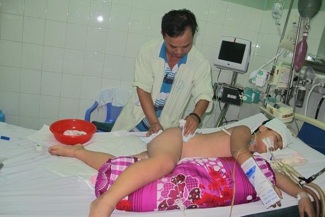 Anh Hồng đang chăm con ở bệnh viện