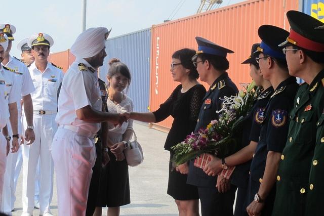 Lễ đón được tổ chức ngay tại cảng Tiên Sa