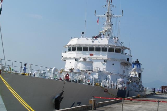 Tàu SAMRAT có chiều dài 105 mét, rộng 12,9 mét, trọng tải 2.577 tấn.