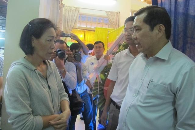 Chủ tịch UBND TP Đà Nẵng Huỳnh Đức Thơ chia buồn với mẹ của Dũng