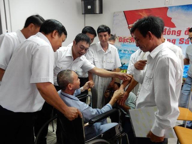 Cuộc hội ngộ xúc động của anh Dũng với các đồng đội từng bị bắt giam ở Trung Quốc