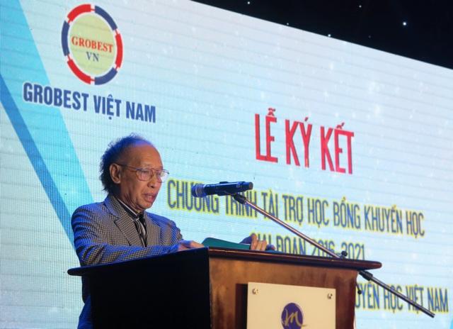 Nhà báo Phạm Huy Hoàn – Tổng Biên tập báo Dân trí, Giám đốc Quỹ khuyến học Việt Nam phát biểu tại buổi lễ