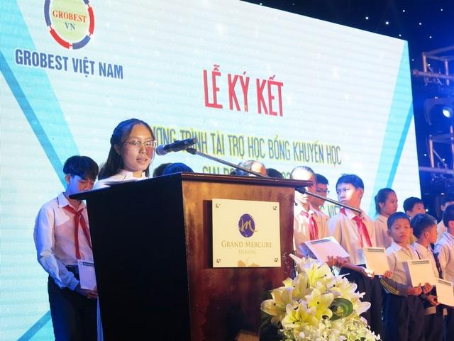 Các em học sinh nghèo vượt khó của TP Đà Nẵng nhận học bổng