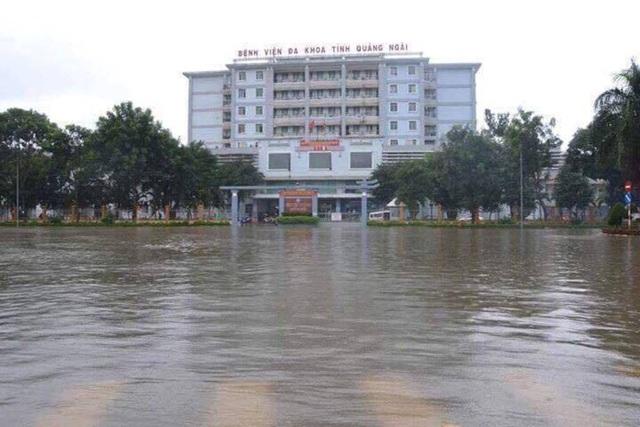 Bệnh viện đa khoa Quảng Ngãi mênh mông nước