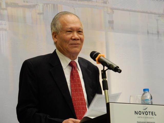 Ông Trần Ngọc Hùng, Chủ tịch Tổng Hội xây dựng Việt Nam phát biểu tham luận tại hội thảo