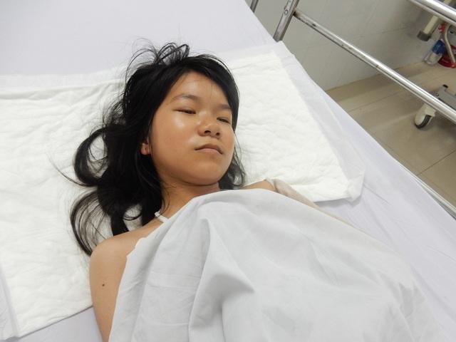 Cháu Linh bị tai nạn giao thông nguy kịch đang điều trị tại Bệnh viện Đà Nẵng